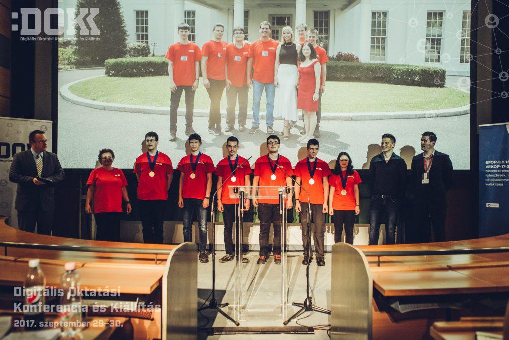 A Budapesti Fazekas Mihály Gyakorló Általános Iskola és Gimnázium First Global Challenge robotépítő versenyen győztes csapata